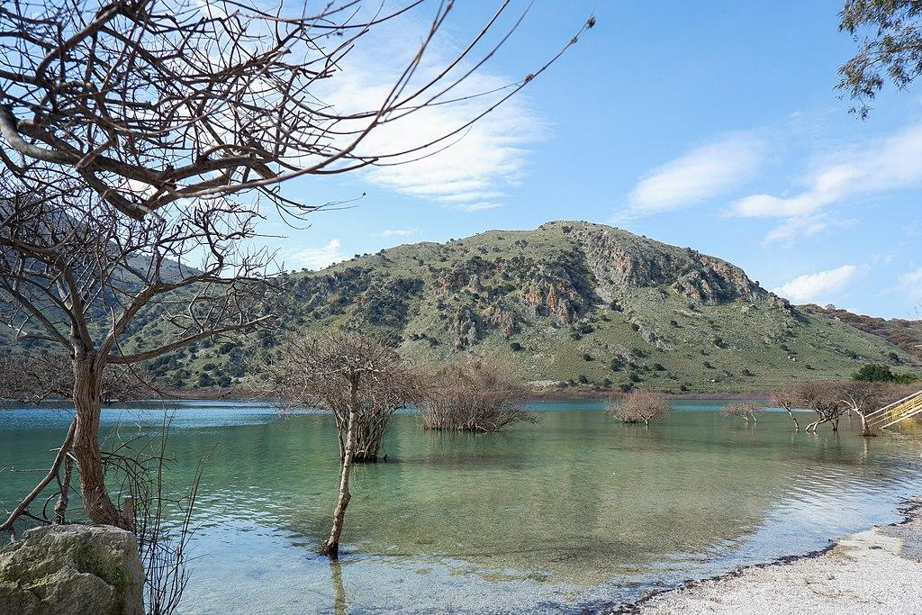 Lakes of Chania: Kournas Lake: Yasmyr Villas